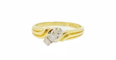 Pre Owned 18ct Yellow Gold 3 Stone Diamond Crossover Dress Ring